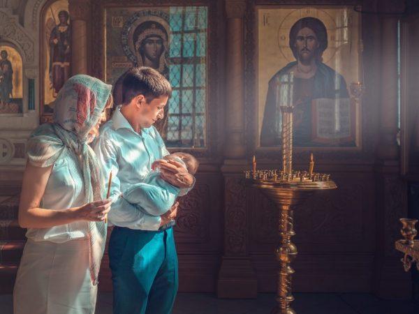 Можно ли беременной крестить ребенка
