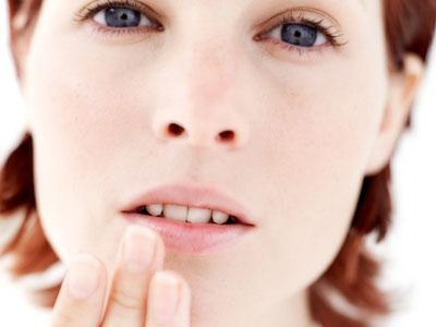Простуда на губах. Быстрое лечение народными средствами